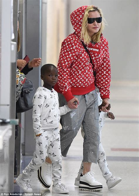 Make-up free Madonna sports Supreme hoodie with family
