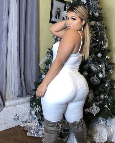 Spanish mami is holding a phatty back there! - Tumbex