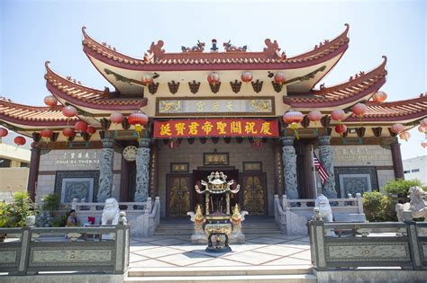 Chinatown in Los Angeles, from dim sum to walking tours