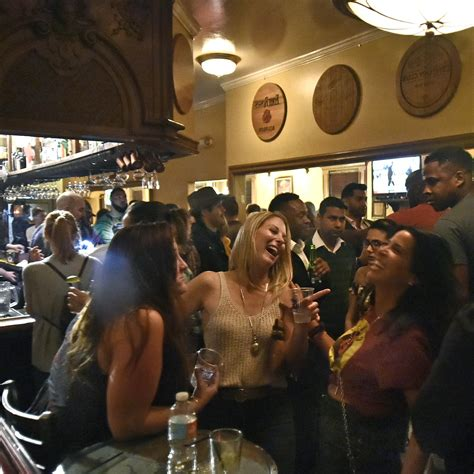 Tour of top nightlife spots for young people in downtown