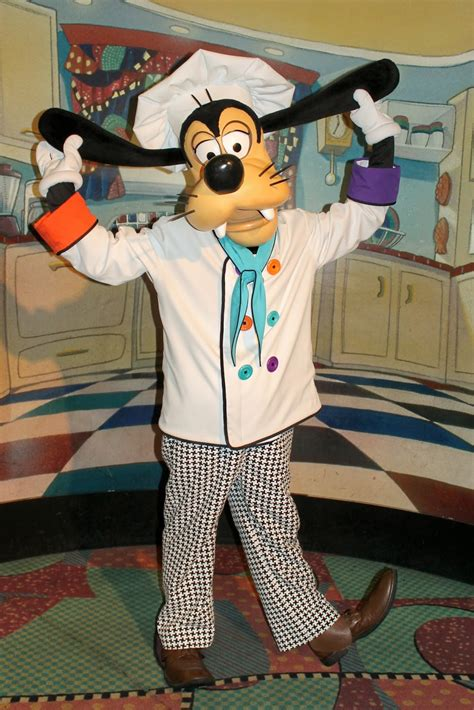 Unofficial Disney Character Hunting Guide: Dining with